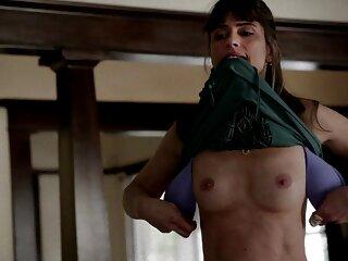 Domina gorda-Charlotte Brooke chupa en la silla de montar ver peliculas de sexo casero